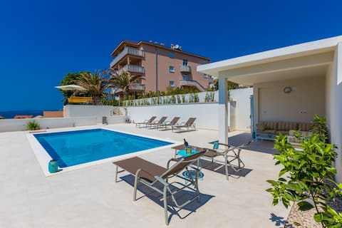 Deluxe sea view 2 in VillaRia****with pool