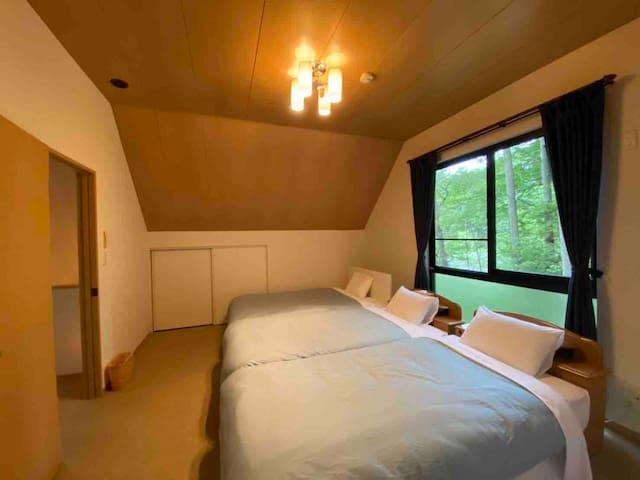 ベッドルーム②・・・Sベッド×2、SDベッド×1