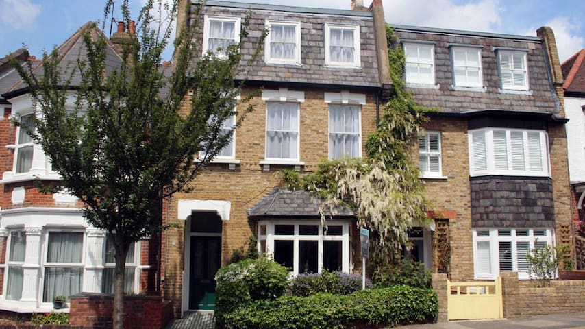 Large family home with garden in Muswell Hill