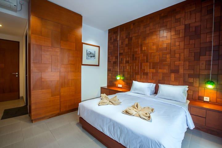 Nakula Deluxe Room Hostel Near Airport