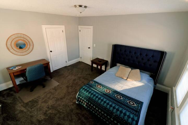 Spacious Bedroom in West Saint Paul