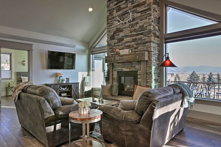 Stunning Valley Home w/ Furnished Deck & Mtn Views