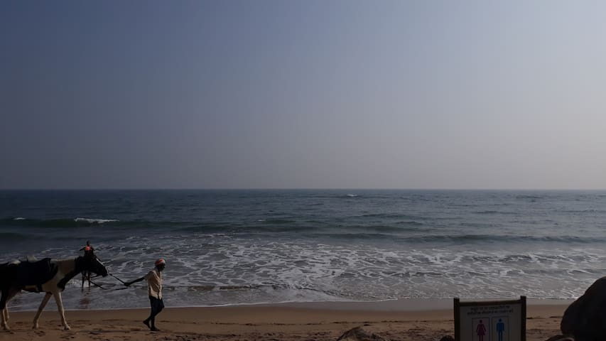 VIZAG Green&Blue Stay AC&Non Ac for 4 persons