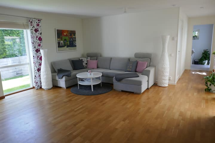 BIG FAMILY FRIENDLY HOUSE WITH COSY GARDEN IN LUND