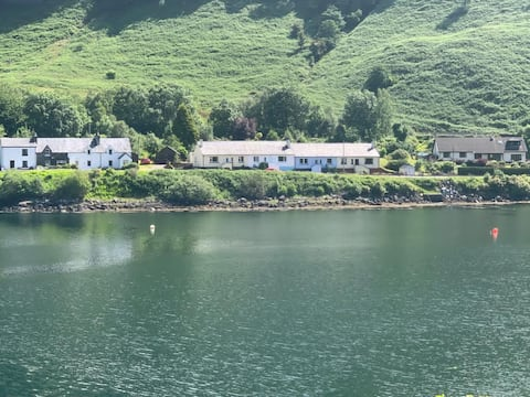 Cosy loch side cottage