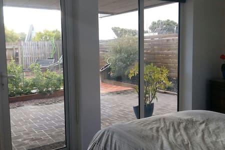 Single Room  by the beach. - Inverloch