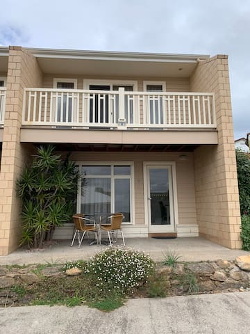 2 bedroom apartment for short term Min 7 days