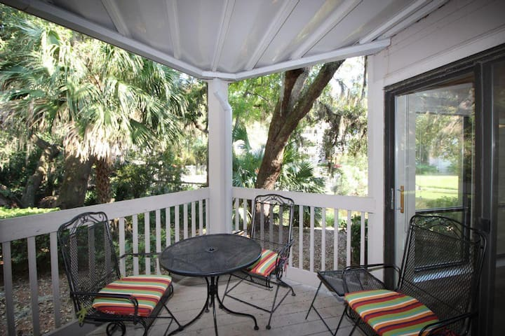 Near Harbour Town in Sea Pines, Onsite Pool/Tennis - Hilton Head Island - Villa