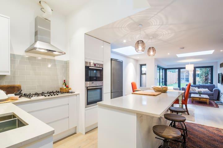 Spacious modern home in London - Londen - Huis