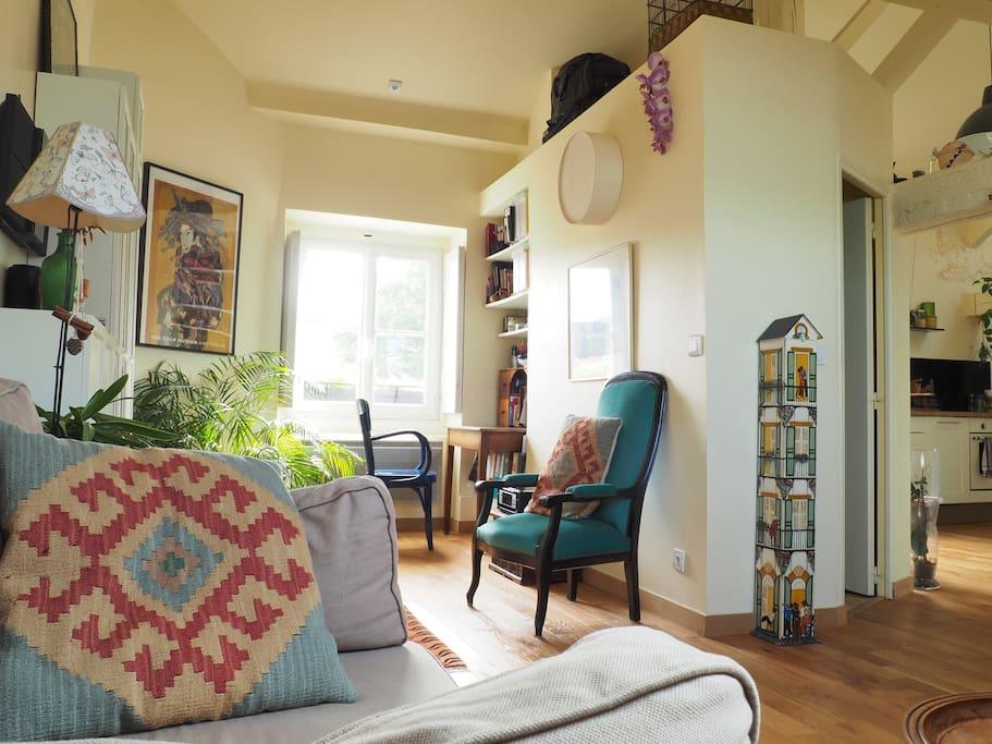 romantique loft atelier d 39 artiste lofts louer nantes pays de la loire france. Black Bedroom Furniture Sets. Home Design Ideas