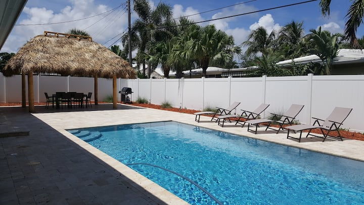 Walk to Beach & Dining ~ East of US1 ! ~