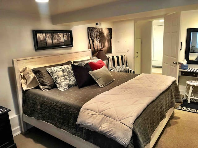 Bedroom- King Bed with premium Tuft and Needle Mint mattress