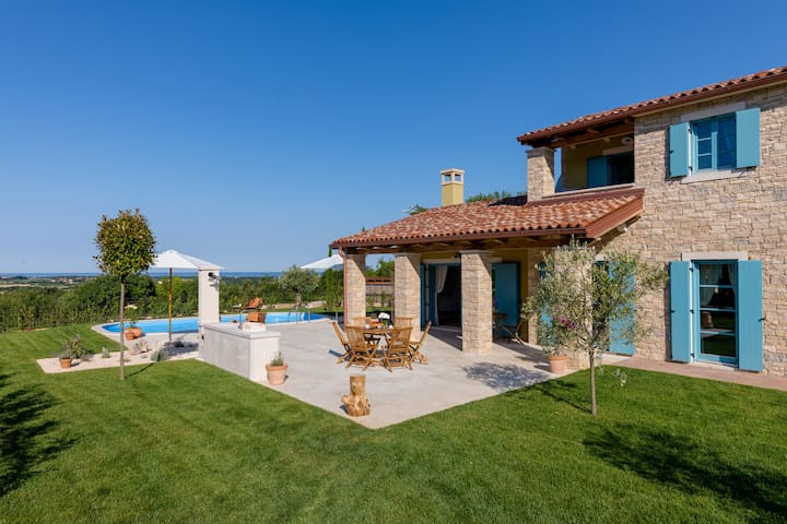 Comfortable Villa Toscana with a private pool and gorgeous sea view