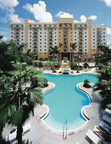 Luxurious 2bd/2bth Palm-Aire Condo - Pompano Beach - Condominium