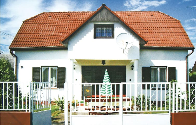 Holiday cottage with 4 bedrooms on 100m² in Balatonmáriafürdö
