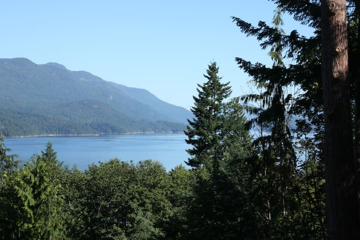 Beautiful Log Home with Ocean Views
