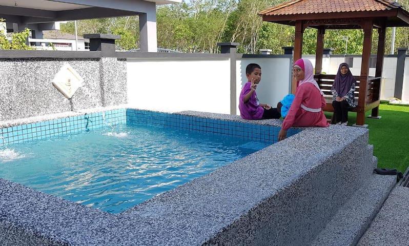 Jauzara Homestay - Swimming Pool