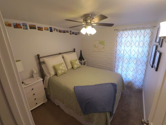Comfy & Clean Bedrooms in Quiet Neighborhood