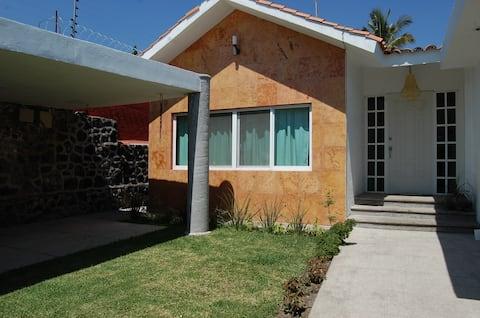 """Cómoda Habitación """"Salamandra"""", Brisas-Cuernavaca"""