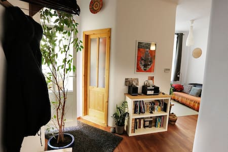 Charming flat w/balcony and 2 bicycles - Prague - Apartment
