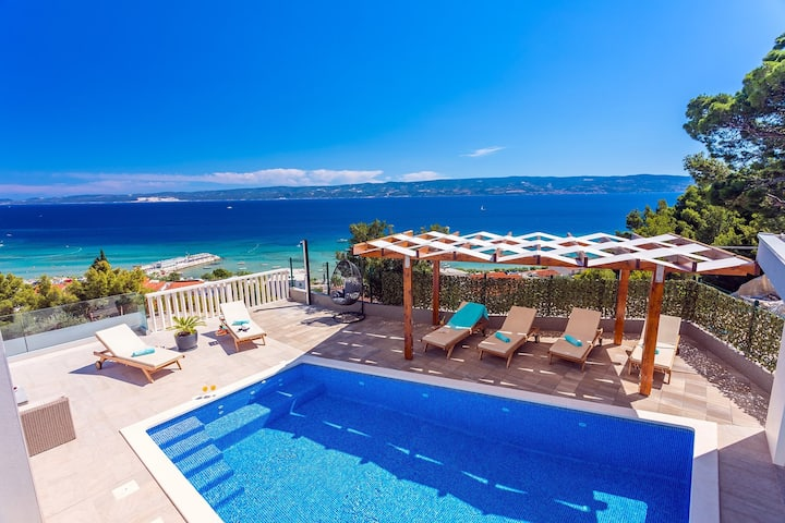 Villa Matan with private 28m2 pool only 250m from the sandy beaches