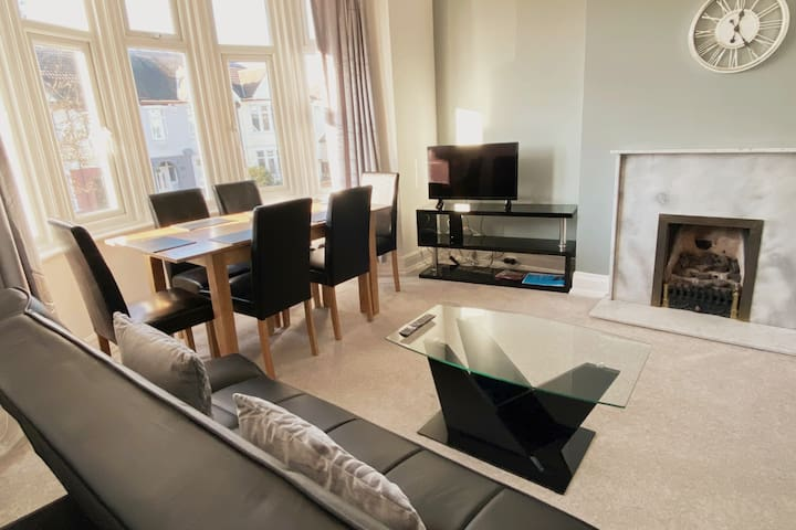 Southend Central Whole Private Flat for 6