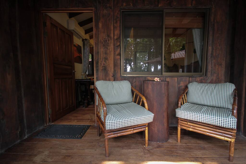 Each Cabina has a private back deck with cozy seating and tables made from fallen tree trunks.  There are electrical outlets, a ceiling fan with light, and a clothes line on the deck as well.