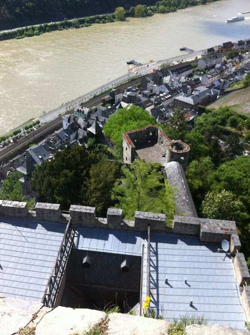 Blick vom Turm der Burg Gutenfels über unser Städtchen