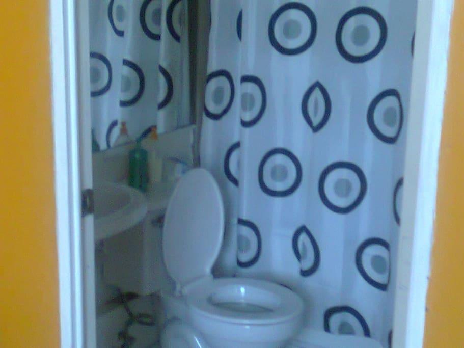 Baño privado, con ducha y agua caliente