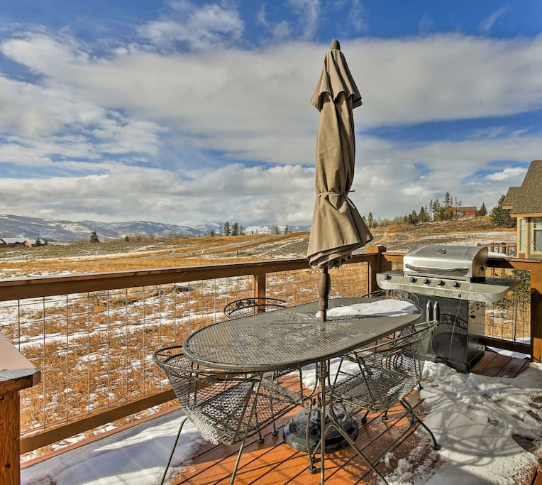Enjoy the stunning Rocky Mountains at this gorgeous 3-bedroom, 3-bathroom vacation rental house!