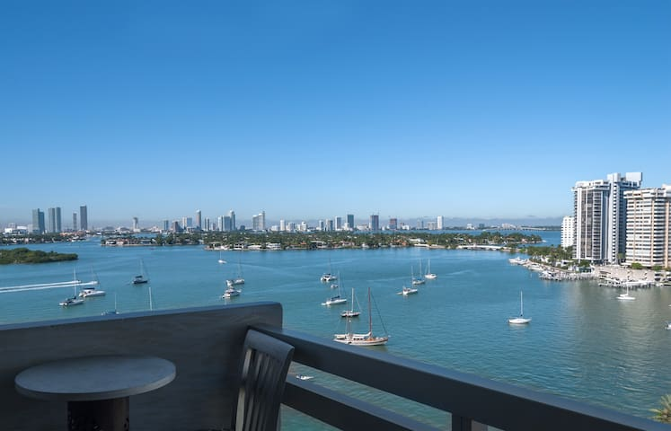Unique location, 180 degree water and city view