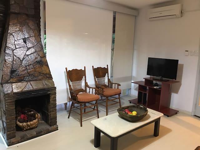 Casa totalmente nueva a 1/2 cuadra de la playa - La Floresta - Rumah