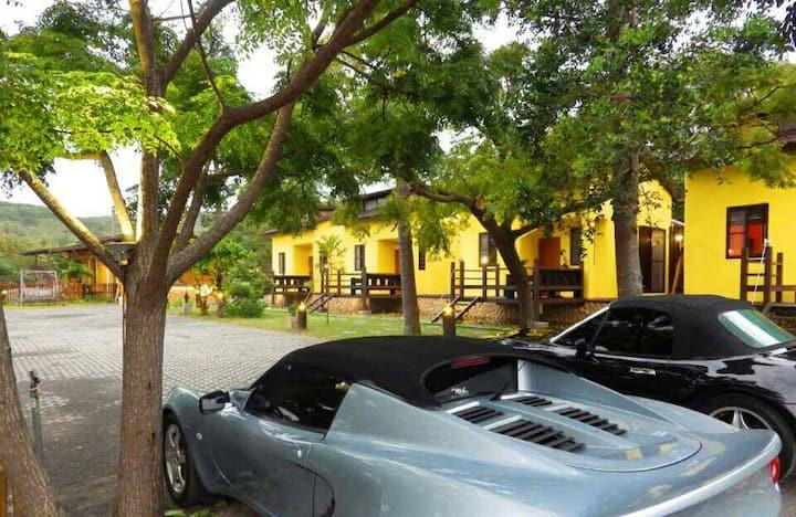 墾丁牧場villa2館,獨棟戲水B棟2~4人房,含車位含早餐。( 4人以上加人費用另計)