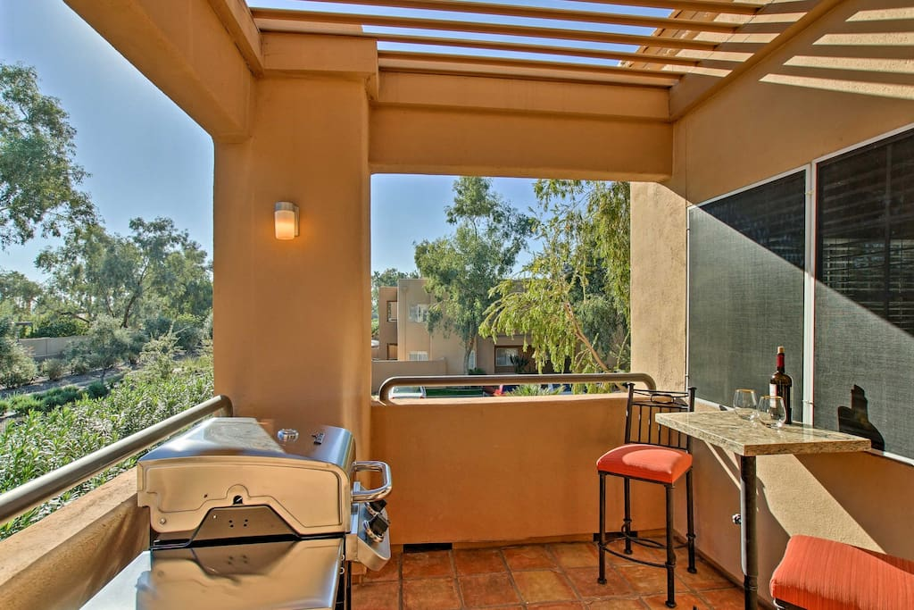 Located in the gated Gainey Ranch community, this unit offers 2 patios and access to resort-style amenities.