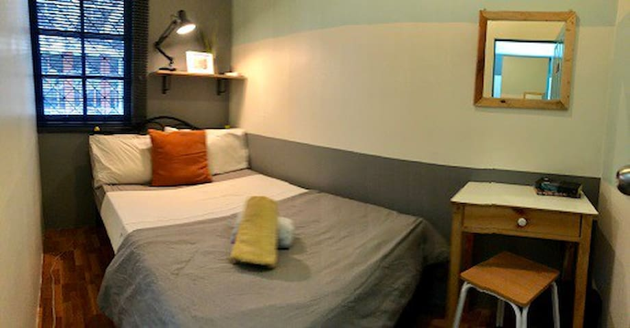MIKU, Bright Small Double Bedroom in Asok Wifi A/C