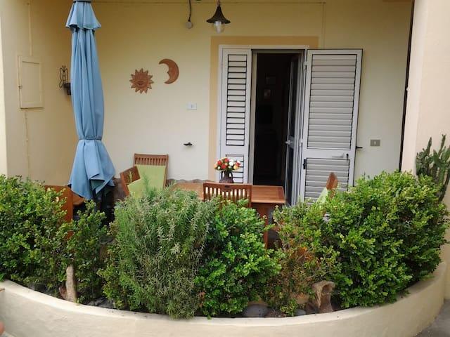 Delizioso appartamento vicino al mare - La Caletta - Квартира
