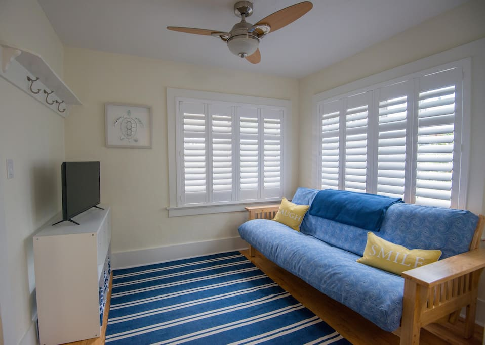 chic 2br guest house near airport and univ miami guesthouses for rent in coral gables. Black Bedroom Furniture Sets. Home Design Ideas