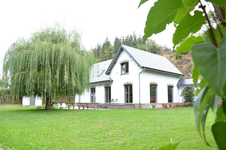 Beautiful Villa in Houffalize with Garden