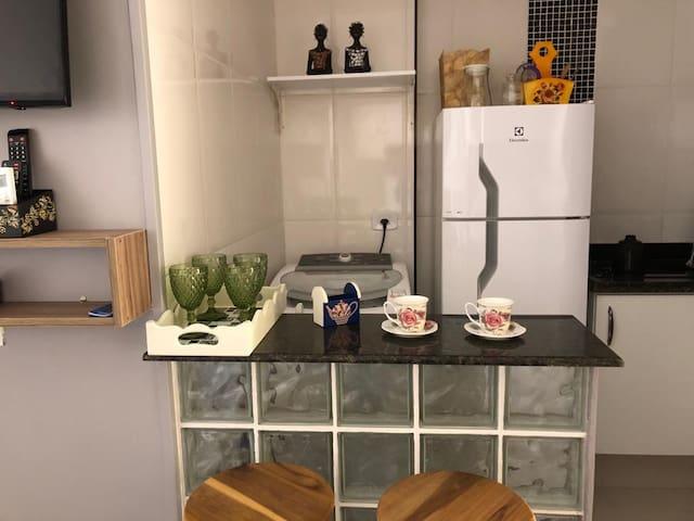 Moderna Sala Living Mobiliada meia quadra da praia
