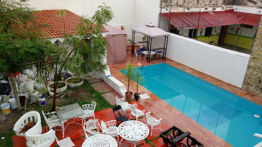 private room, pool, jacuzzi and more - Centro - House