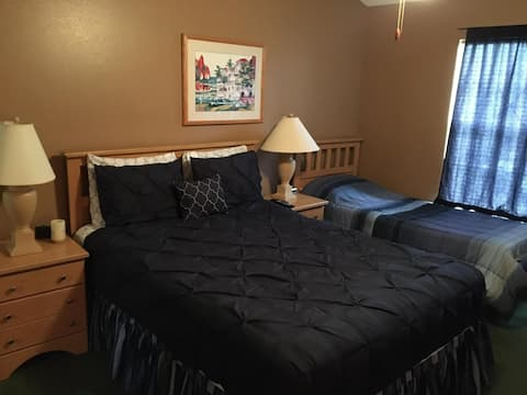 room in kissimme 15-20 minutes from the parks