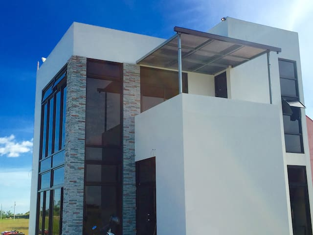 Quiet and modern home near Clark - Mabalacat City - House