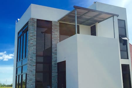 Quiet and modern home near Clark - Mabalacat City