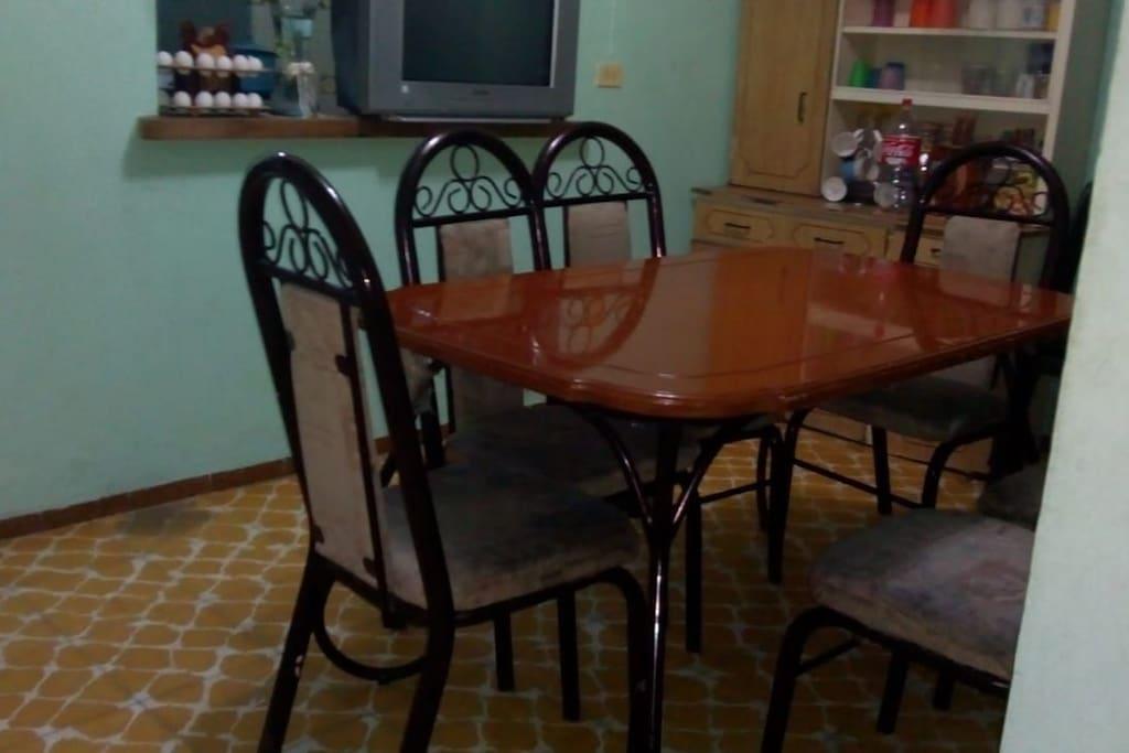mesa con 6 sillas en acabado caoba sillas acojinables bonito comedor hogareño para que te sientas como en casa