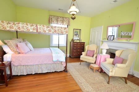 Greenfield Inn Bed and Breakfast/ JBHood Rm - Washington - Bed & Breakfast