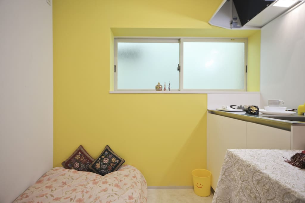 Room in yellow
