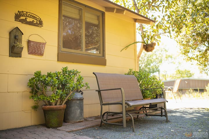 Libretto Cottage: Rustic Charm - Quiet Countryside
