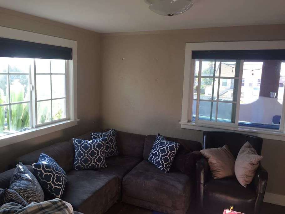 Living Room right window looking into outdoor patio.