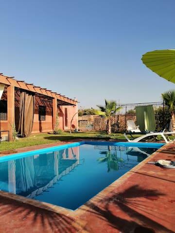 Suite Marrakech. Chambre.piscine. Jardin.