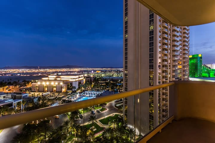 BEAUTIFUL MOUNTAIN VIEW 1BR BALCONY- FREE VALET - NO RESORT FEES